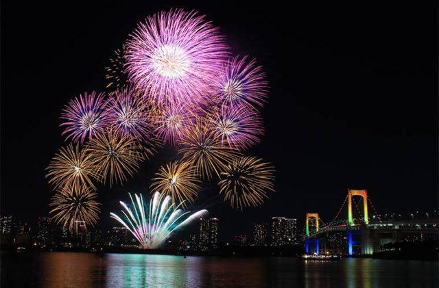 東京で開かれる花火大会